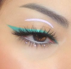 Eyes makeup discovered by Shajar e Tooba on We Heart It Makeup Eye Looks, Eye Makeup Art, Colorful Eye Makeup, Cute Makeup, Pretty Makeup, Skin Makeup, Eyeshadow Makeup, Gel Eyeliner, Gorgeous Makeup