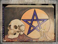 21 avril : Thème n°3 il s'agit de Cabinet occulte. Je vous invite à aller voir les superbes créations de mes co-participants, elles valent toutes le détour... Voici la mienne : - L'inspiration : Un coffret sobre mais ... Invitation, We, Avril, Voici, Witch, Creations, Occult, Casket, Puertas