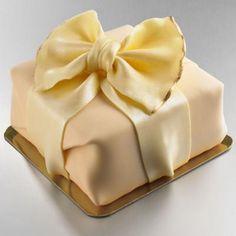Gorgeous Cheesecake On Platter Fondant Cake Designs, Fondant Cakes, Cupcake Cakes, Fun Cakes, Mocha Cheesecake, Shortbread Crust, Piece Of Cakes, Edible Art, Sweet Cakes