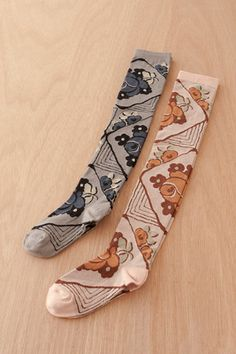 These socks are adorable. The print is pure vintage.