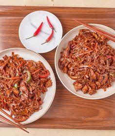 Alfredo csirke: a legfinomabb tejszínes tészta   Street Kitchen Fusilli, Quesadilla, Penne, Bologna, Gnocchi, Japchae, Clean Eating, Street, Ethnic Recipes