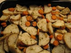 Dressed up with garlic, dill, and parsley, this oven roasted potatoes and carrots recipe will suit your tastes and be gentle on your wallet. You won't realize you are eating inexpensive vegetables. Carrots In Oven, Roasted Potatoes And Carrots, Potatoes In Oven, Roasted Vegetables, Carrot Recipes, Fall Recipes, Food To Make, Side Dishes, Garlic