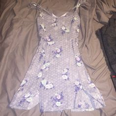 Day floral Dress Adorable day dress, perfect for a bbq , picnic, beach , or any event American Eagle Outfitters Dresses Mini