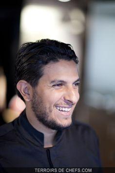 Portrait du chef Akrame Benallal qui fait partie de cette nouvelle génération de cuisiniers parisiens plein de créativité