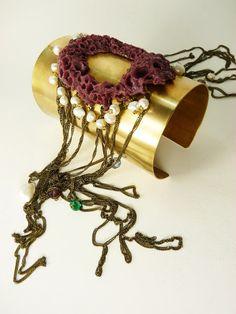 Casa Kiro Joyas: El reinado del picoroco. Copy of barnacle casted in resin, brass, fresh water pearls, crystals