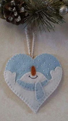 Felt christmas decorations - Let It Snow Wool Applique Heart Ornament – Felt christmas decorations Felt Snowman, Snowman Crafts, Christmas Projects, Holiday Crafts, Ornament Crafts, Snowmen, Ornaments Ideas, Felt Projects, Felt Ornaments Patterns