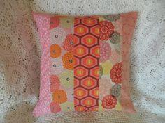 Housse de coussin complètement fleurie en rose et orange : Textiles et tapis par michka-feemainpassionnement