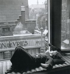 Nicole Dumont, Amsterdam, 1934 by Eva Besnyö - http://www.casablock.com/2012/05/eva-besnyo-la-imagen-sensible.html