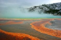 Grand Prismatic Spring in Yellowstone NP, USA