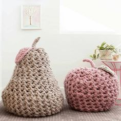 Lindos pufes. . . . By @flaxandtwine . . . . .#inspiration #inspiração #puf #decoracao #decor #fiosdemalha #trapillo #yarn #crocheteiras #crochet #crocheting #crochetlove #crochetingaddict #croche #yarnlove #yarn #knitting #knit #penyeip #craft #feitoamao #handmade #croche #croché #crochê #croshet #penyeip #вязаниекрючком #uncinetto #かぎ針編み #instagramcrochet #totora #puforgu