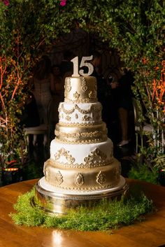 Bolo para 15 anos Once Upon a Time Quinceanera Planning, Quinceanera Cakes, Sweet Fifteen, Sweet 15, Sweet 16 Cakes, Cute Cakes, Beautiful Cakes, Amazing Cakes, Beautiful Gorgeous