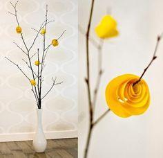 Opção: Decoração de casamento sem flores (com galhos secos e flores de papel)