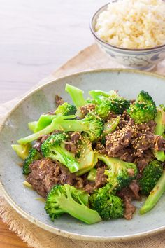 Broccoli Beef Recipe **Note to self: Need to buy 8oz rib eye(per serving), Sesame Seeds, Potato Starch, Oyster Sauce and Shaoxing Wine.It will be so worth it!