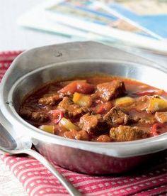 Maďarský perkelt recept příprava - ApetitOnline.cz No Salt Recipes, Beef Recipes, Cooking Recipes, Czech Recipes, Food 52, Food Dishes, Easy Meals, Yummy Food, Lunch