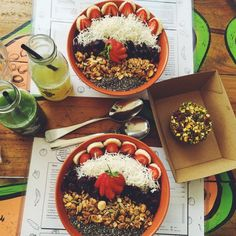 @rawpawpawcafe SERIOUS ACAI BOWL HEAVEN  Brisbane babes have to try this out  (at Raw Paw Paw Cafe)