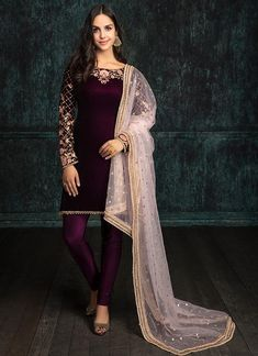 Deep Plum and Light Pink Velvet Churidar Suit features a velvet kameez with santoon inner, lycra bottom and embroidered net dupatta. Embroidery work is completed with zari, sequins and stone work embellishments. Velvet Pakistani Dress, Pakistani Dress Design, Pakistani Outfits, Indian Outfits, Velvet Dress Designs, Velvet Kurtis Design, Kaftan, Embroidery Suits Punjabi, Churidar Suits