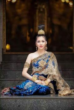 Girls by a body of water will help cool you down this summer - Thursday, September 26 Thai Traditional Dress, Traditional Fashion, Traditional Outfits, Laos Wedding, Khmer Wedding, Thai Style, Asian Style, Thailand Costume, Thai Brides