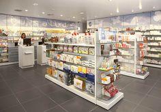 www.mobil-m.es/ Diseño de farmacias Mobil M se ha encargado de la reforma de esta farmacia de Madrid: proyecto de arquitectura diseño interior identidad corporativa mobiliario comercial Fotografías: Philippe Cormerais