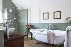 Beautiful Classic Bathroom Design Ideas 25 - Classic bathroom style has been widely used for decades. There are a lot of families who like designing a classic bathroom - this style is not out of . Cottage Bathroom Design Ideas, Bathroom Layout, Bathroom Interior Design, Bathroom Cabinets, Bathroom Designs, Tile Layout, Bathroom Ideas Vintage Country, Bathroom Furniture, Shower Designs