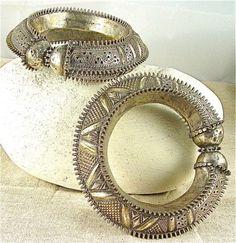 Antique Silver, Bronze & Gemstone Jewelry Styles in Yemen, Turkmenia & Ancient Mongolia: Chasing Bracelets in Hadhramaut, Yemen