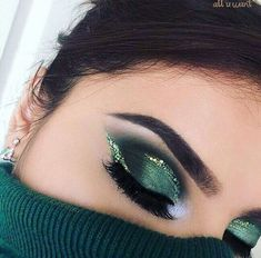 Make Up; Make Up Looks; Make Up Augen; Make Up Prom;Make Up Face; Green Eyeshadow Look, Makeup Looks For Green Eyes, Makeup For Green Eyes, Eyeshadow Looks, Metallic Eyeshadow, Green Smokey Eye, Eyeshadow Tips, Eye Makeup Tips, Eyeshadow Makeup