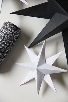 DIY - Paper Stars - Full Tutorial found here… Nordic Christmas, Christmas Holidays, Christmas Decorations, Xmas, Christmas Ornaments, Christmas Paper, White Christmas, Origami Paper, Diy Paper