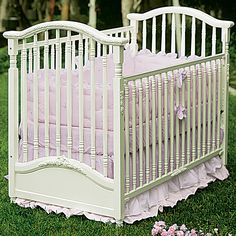 Madison Crib in Antico White with Appliqued Moulding