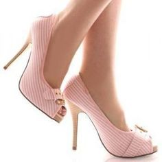 pink shoes- I'm in love! Pretty Shoes, Beautiful Shoes, Cute Shoes, Me Too Shoes, Pink Wedding Shoes, Pink Shoes, Striped Shoes, Pink Pumps, Pink Fashion