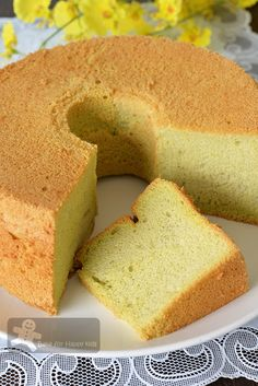 Like Bengawan Solo Ultimate Soft Pandan Chiffon Cake (with coconut milk) Sponge Cake Recipes, Homemade Cake Recipes, Best Dessert Recipes, Cheesecake Recipes, Baking Recipes, Yummy Recipes, Pandan Chiffon Cake, Pandan Cake, Asian Desserts