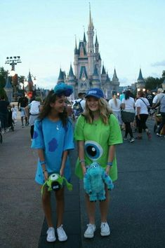 Group Halloween Costumes That You Must Know - Costume - Halloween Cute Group Halloween Costumes, Cute Costumes, Diy Halloween, Disney Costumes, Teen Costumes, Vampire Costumes, Pirate Costumes, Women Halloween, Halloween Costumes For Bestfriends