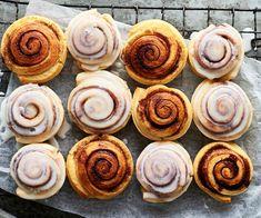 Mini Pie Recipes, Sweet Recipes, Cooking Recipes, Scrolls Recipe, Three Milk Cake, Cinnamon Scrolls, Mini Pies, Food To Make, Making Food