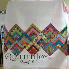 Strips Become Log Cabins in Surprising Ways Angela Huffman at APQS dealer assisted renter Erin with her rinse and repeat quilt, modern log cabin quilt Batik Quilts, Jellyroll Quilts, Scrappy Quilts, Easy Quilts, Patchwork Quilting, Art Quilting, Crazy Quilting, Mini Quilts, Machine Quilting