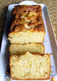 This apple cake is really delicious and very easy to make. The apple gives you a delicious, fresh cake. A super tasty apple cake recipe that you too can make Apple Cake Recipes, Fruit Recipes, Sweet Recipes, Baking Recipes, Fresh Cake, Cake Decorating With Fondant, Berry Cake, No Bake Desserts, No Bake Cake