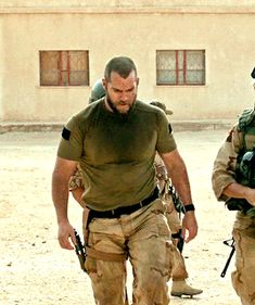 Henry Cavill on Sand Castle movie>>wow he's so thick Henry Cavill, Sexy Military Men, Henry Superman, Henry Williams, Hot Cops, Beefy Men, Hommes Sexy, Men In Uniform, Hot Men