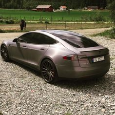 Looks like we got the scoop on another Model X spy shot. And, this week, we've also got celebrities, elegance, mountains, and horses in our Tesla Eye Candy exhi