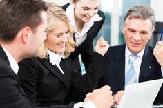 Defina metas | Cada empleado necesita metas para esforzarse. Brindar objetivos no solo otorga dirección y propósito, también aseguran que sus empleados están trabajando hacia los objetivos de la empresa. Defina metas específicas y medibles con sus empleados, luego regularmente monitoree su progreso hacia las metas.