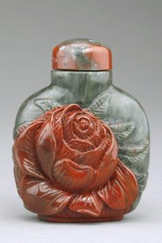 Artingstall.com CHINESE CARVED JADE SNUFF BOTTLE