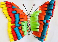 Fleurige vlinders | Juf Joycella, #knutselen, kinderen, kleuter, basisschool, vlinder van papierstroken met tutorial en template Paper Plate Art, Paper Plate Crafts, Craft Activities For Kids, Crafts For Kids, After School Care, Weaving For Kids, Crayon Art, Creative Teaching, Blogger Themes