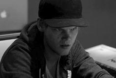 Video Premiere: Avicii - X You