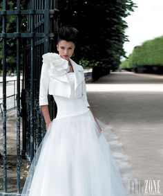Cymbeline - Bridal - 2013 collection - http://en.flip-zone.com/fashion/bridal/ready-to-wear/cymbeline