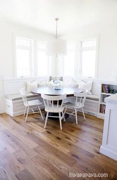 round dining room table with built in seating . Coin Banquette, Kitchen Banquette, Banquette Seating, Kitchen Nook, Kitchen Layout, Kitchen Booths, Kitchen Cabinets, Corner Bench Kitchen Table, Table With Bench Seat