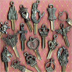 keys to my castle Old Jewelry Crafts, Key Crafts, Key Projects, Projects To Try, Key Jewelry, Jewelry Art, Hippie Crafts, Old Keys, Keys Art
