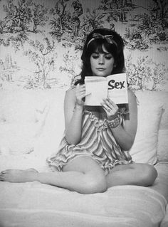 Natalie Wood in a publicity shot for Sex And The Single Girl. Natalie Wood, Hollywood Star, Classic Hollywood, Hollywood Glamour, Milan Kundera, Divas, People Reading, It's All Happening, Splendour In The Grass