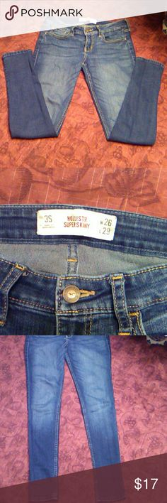 """Hollister Super Skinny jeans Very stretchy dark wash jeans. Size 3 short. Perfect condition! Inseam 27"""" and rise 7.5"""" Hollister Jeans Skinny"""