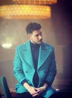 Uraz Kaygılaroğlu, who gave life to the character of Gediz in the TV series Sefirin Kızı, published on Star TV, shared photos with his mother on his social media account. Uraz Kaygılaroğlu, who gav… Mature Mens Fashion, Casual Winter Outfits, Turkish Actors, Beautiful Men, Style Me, Suit Jacket, Poses, Blazer, Stars