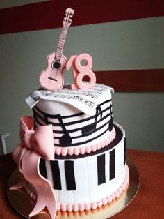 Tort z nutami - Birthday Cake Easy Ideen Music Birthday Cakes, Music Themed Cakes, Music Cakes, 13 Birthday Cake, Birthday Candles, Formation Patisserie, Bolo Musical, Piano Cakes, Guitar Cake