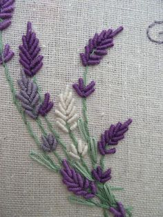 Hand Embroidery Patterns all types of hand embroidery stitches Hand Embroidery Stitches, Silk Ribbon Embroidery, Crewel Embroidery, Hand Embroidery Designs, Embroidery Techniques, Embroidery Thread, Cross Stitch Embroidery, Embroidery Ideas, Simple Embroidery