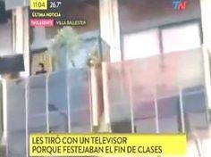 #Enfurecido, salió al balcón y arrojó una TV a egresados - La Razón (Argentina): La Razón (Argentina) Enfurecido, salió al balcón y arrojó…