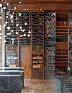 Lam Son : Bar hypeA droite toute ! En entrant dans le lobby de l'hôtel du Park Hyatt, direction le bar qui s'illumine dès 17 heures. Dessiné par Super Po...