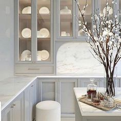 Home Decor/Interior Design on Your favorite kitchen color is 2 or 3 . Via _beindesign_ Classic Home Decor, Classic Interior, Home Interior, Interior Design Kitchen, Interior Decorating, Kitchen Design Classic, Interior Ideas, Classical Interior Design, Mansion Interior